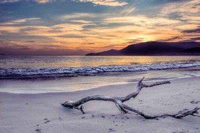 backlit-beach-clouds-1128566